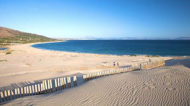 Nudismo Naturismo en Cádiz playa de bolonia